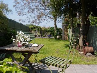 Lovely House in Beaumaris with Garden, sleeps 4 - Beaumaris vacation rentals