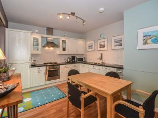2 bedroom Apartment with Parking in Benllech - Benllech vacation rentals