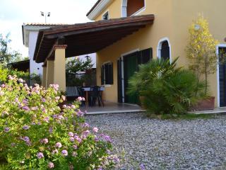 Appartamento a due passi dal mare - Cala Ginepro vacation rentals