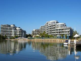 HOMEBUSH BAY FULLY SELF CONTAINED MODERN 2 BED APARTMENT (133BEN) - Sydney vacation rentals