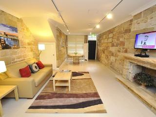 Perfect 1 bedroom Sydney House with Internet Access - Sydney vacation rentals