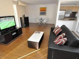 WOOLLOOMOOLOO FULLY SELF CONTAINED MODERN 1 BED APARTMENT (12BRK) - Sydney vacation rentals