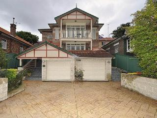 KINGSFORD FULLY SELF CONTAINED MODERN 3 BED APARTMENT (12SHW) - Sydney vacation rentals