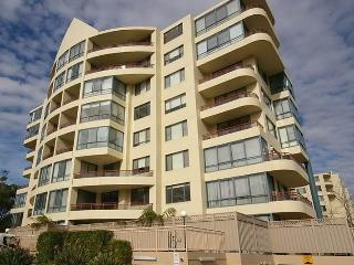 Bright 2 bedroom Sydney House with Internet Access - Sydney vacation rentals