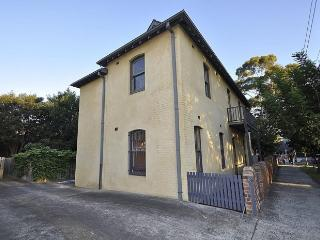 Bright 2 bedroom House in Sydney with Internet Access - Sydney vacation rentals