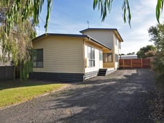 Perfect 4 bedroom Inverloch House with A/C - Inverloch vacation rentals