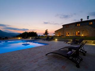 Luxury Villa with infinity pool and mountain views - Moscosi vacation rentals