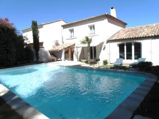Loue Villa de standing pour la période Aout /sept - Mallemort vacation rentals