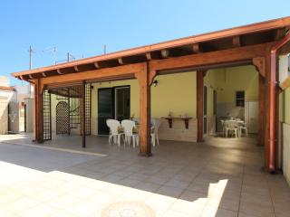 Casa Sandra di LoveSud Top Holiday Homes - San Pietro in Bevagna vacation rentals