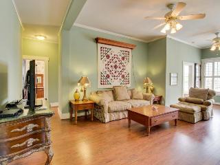 Gorgeous historic suite w/pool & hot tub - walk downtown! - Fredericksburg vacation rentals