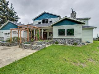Gorgeous, dog-friendly estate w/ocean views, gourmet kitchen - Port Orford vacation rentals