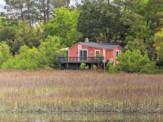 Captivating 1BR Mount Pleasant Cottage in The Old Village w/Wifi & Private Porch Overlooking Shem Creek Marsh - Steps from Boating, Great Dining, Bars, Shopping & Much More! - Mount Pleasant vacation rentals