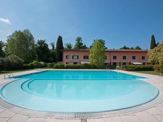 Beautiful 1 bedroom Vacation Rental in Rivoltella - Rivoltella vacation rentals