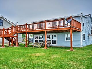 New Listing! 'The Crab Trap' Cozy 3BR Palacios House on Matagorda Bay w/Huge Private Lighted Pier, Boat Slip & Amazing Waterfront Views - Steps to Great Fishing, Bird Watching & Public Boat Launch Site! - Palacios vacation rentals