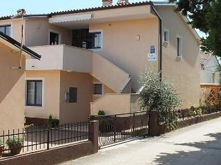 Comfortable Condo with Internet Access and Short Breaks Allowed - Basanija vacation rentals