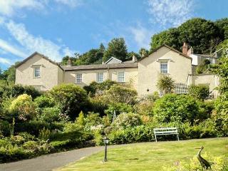 PEBBLES, ground floor apartment, en-suite, off road parking, sea views, in Lynton, Ref 933723 - Lynton vacation rentals