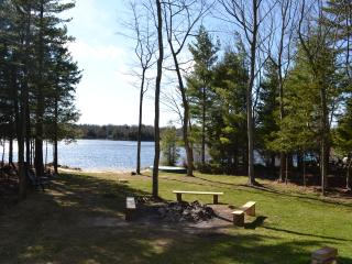 LAKEFRONT! By Kalahari waterpark, Camelback,Casino - Pocono Summit vacation rentals
