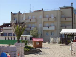 Residence Rivabella sulla spiaggia - Rivabella vacation rentals