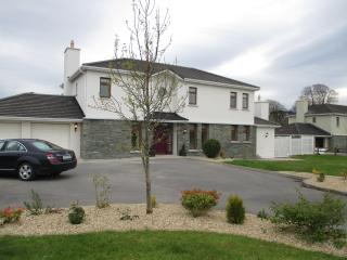 Luxury House-Ring of Kerry -Golf-Walking-Climing - Beaufort vacation rentals
