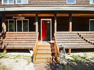 Molly's Escape is a bright, spacious, beach home in a quiet location! - Manzanita vacation rentals