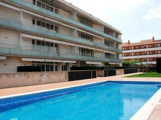 Beautiful Apartment with Shared Outdoor Pool and Television - L'Estartit vacation rentals