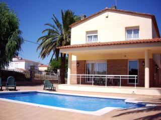 Spacious Villa with Dishwasher and A/C - Empuriabrava vacation rentals