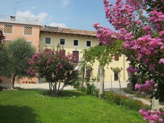 B&B CASA BERTONI a 2Km centro San Daniele Friuli - Majano vacation rentals