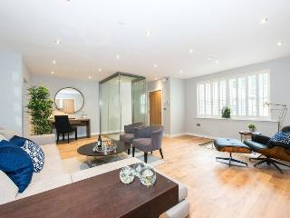 Beautiful 4 Bedroom Mews House in Notting Hill - London vacation rentals