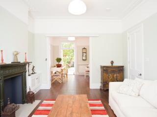 Beautiful 3 Bed with garden, Bassein Park Road, Shepherd's Bush - London vacation rentals