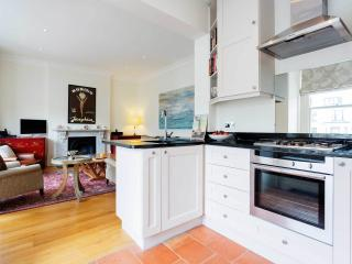 A smart and elegant apartment in Maida Vale - London vacation rentals