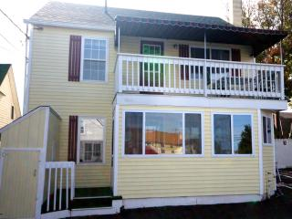 Cozy 3 bedroom Apartment in Old Orchard Beach - Old Orchard Beach vacation rentals
