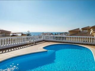 Wonderful 2 bedroom Nerja Condo with Shared Outdoor Pool - Nerja vacation rentals