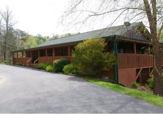 ENORMOUS GROUP LODGE DOUGLAS LAKE, SEVIERVILLE, TN - Sevierville vacation rentals