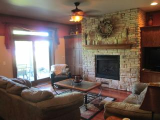 Serene Lakefront Townhome... FALL WEEKEND SPECIAL! - Marquette vacation rentals