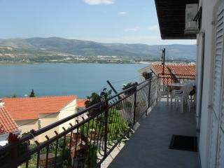 3 bedroom Condo with A/C in Razanac - Razanac vacation rentals