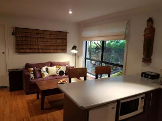 Romantic Apartment in Huskisson with Internet Access, sleeps 2 - Huskisson vacation rentals