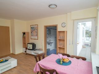 Bright 2 bedroom Enkirch Condo with Dishwasher - Enkirch vacation rentals