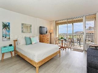 Studio with kitchen, AC, washer/dryer and free parking! - Waikiki vacation rentals