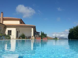 Agriturismo Mandriagiumenta, apartments wih pool - Caltavuturo vacation rentals