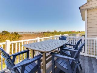 Modern, multi-level bayview condo w/well-appointed patio & balcony + shared pool - Ocean City vacation rentals