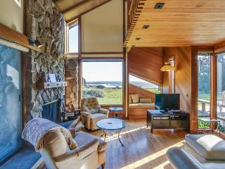 Beautiful ocean bluff retreat w/ private hot tub, sauna, & shared pool! - Sea Ranch vacation rentals