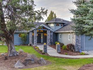 Luxurious home w/ shared pool, hot tub & entertainment - golf views! - Redmond vacation rentals