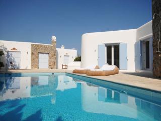 Perfect 4 bedroom Villa in Psarou - Psarou vacation rentals