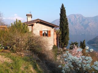 Nice 2 bedroom Cottage in Lenno with Internet Access - Lenno vacation rentals