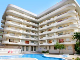 Cozy 2 bedroom Salou Condo with Shared Outdoor Pool - Salou vacation rentals