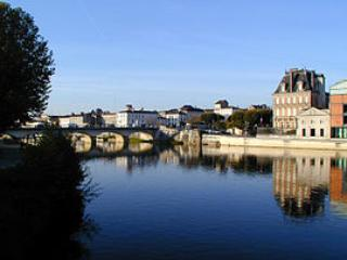 Loft apartment near river, bars, restaurants, pool - Jarnac vacation rentals