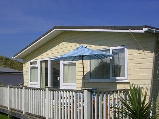 Bright Beach hut with Television and DVD Player - Gwithian vacation rentals