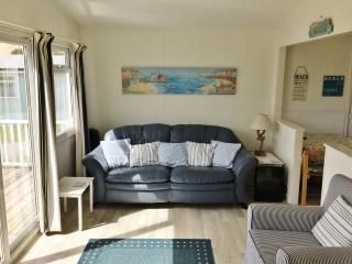 2 bedroom Beach hut with Long Term Rentals Allowed in Gwithian - Gwithian vacation rentals