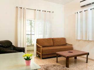 A sweet, clean and comfortable 60sqm apartment - Tel Aviv vacation rentals