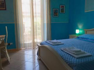Maison du Monde 3 bedrooom + WiFi, up to 5 persons - Palermo vacation rentals